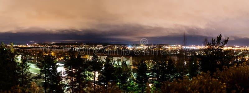 Panorama van zuidelijk Tampere van Kalevankangas royalty-vrije stock afbeelding