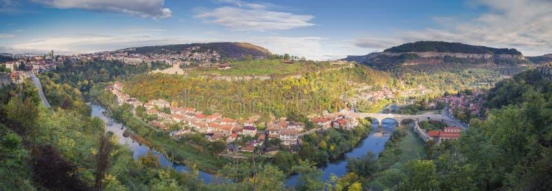 Panorama Veliko Tarnovo in Bulgarije stock afbeelding