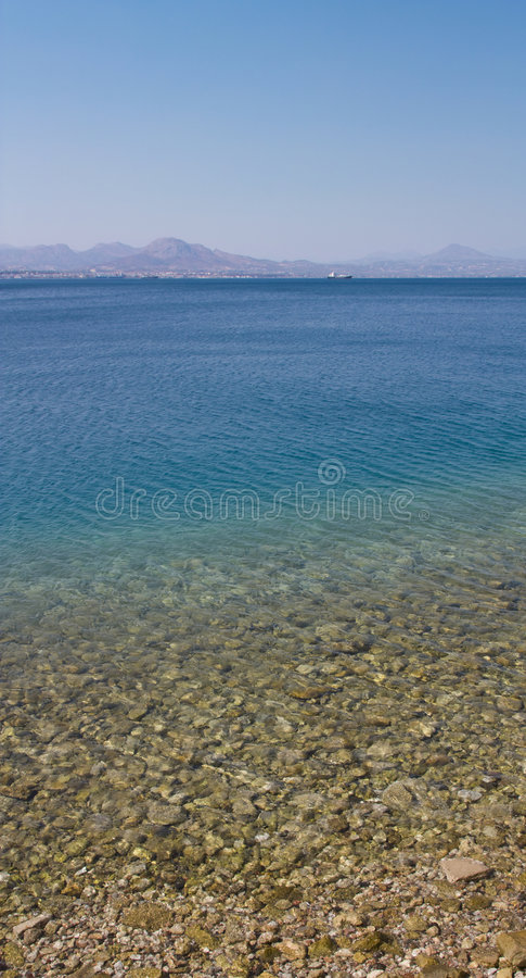 Panorama vertical da costa de mar imagens de stock