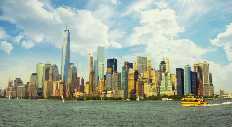 Panorama vibrante colorido de Manhattan imagem de stock royalty free