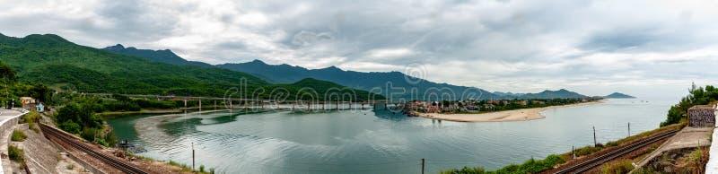 Panorama Vietnam del punto de vista de Lang Co Bay fotos de archivo