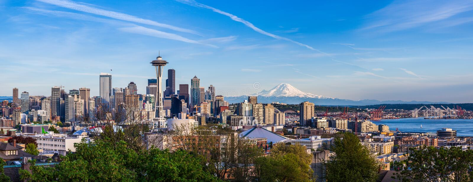 Panorama view of Seattle downtown skyline and Mt. Rainier, Washi. Ngton royalty free stock images