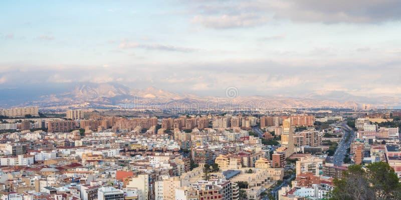 Panorama, vista de la Alicante de una colina próxima imagen de archivo libre de regalías
