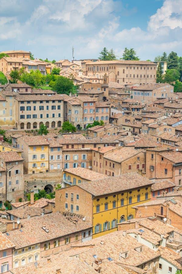 Panorama vom herzoglichen Palast in Urbino, in der Stadt und in der Welterbestätte in der Marken-Region von Italien lizenzfreie stockfotos