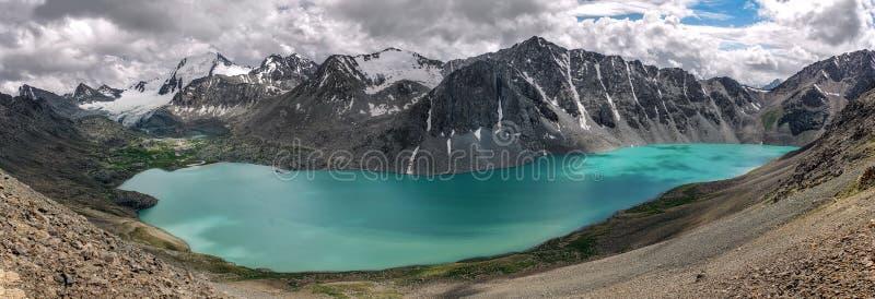 Panorama von Ala-kul See in Tian Shan-Bergen lizenzfreies stockfoto