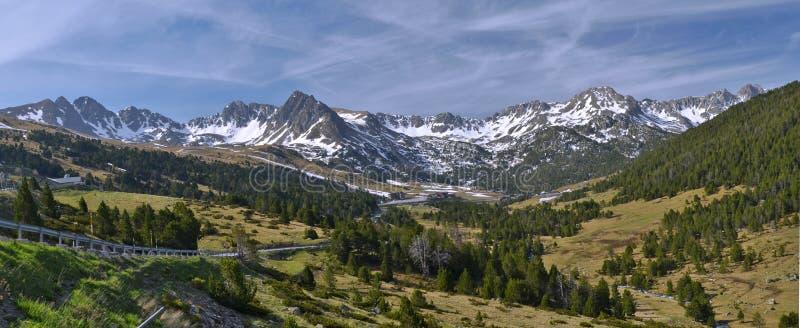 Panorama von Andorraner Pyrenäen bei Grau Roig lizenzfreies stockbild