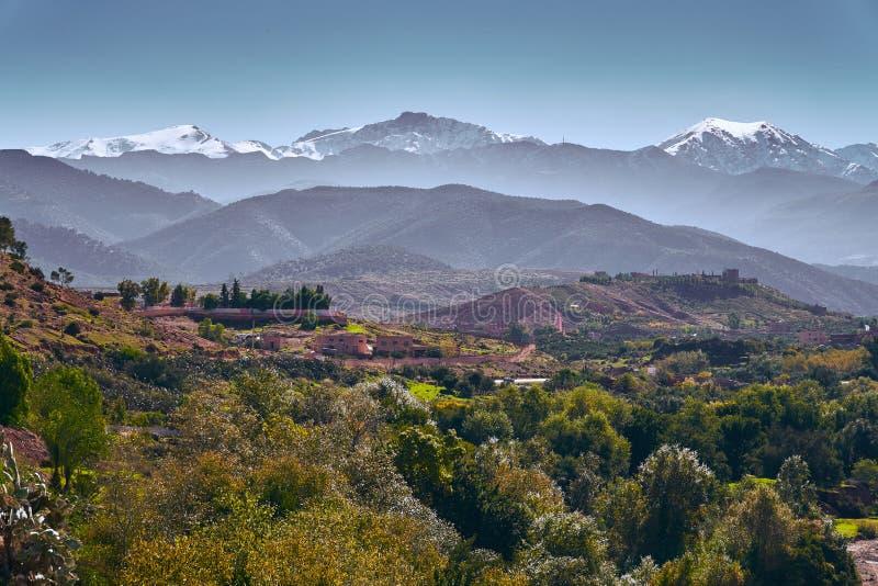 Panorama von Bergspitzen des hohen Atlasses lizenzfreie stockbilder