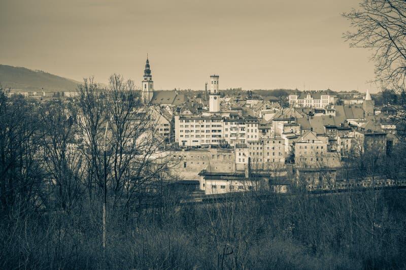 Panorama von Bystrzyca Klodzka, Ansicht der Altbauten der Stadt lizenzfreie stockbilder