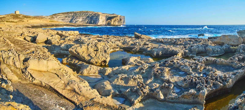 Panorama von Dwejra-Küste, Gozo, Malta stockbilder