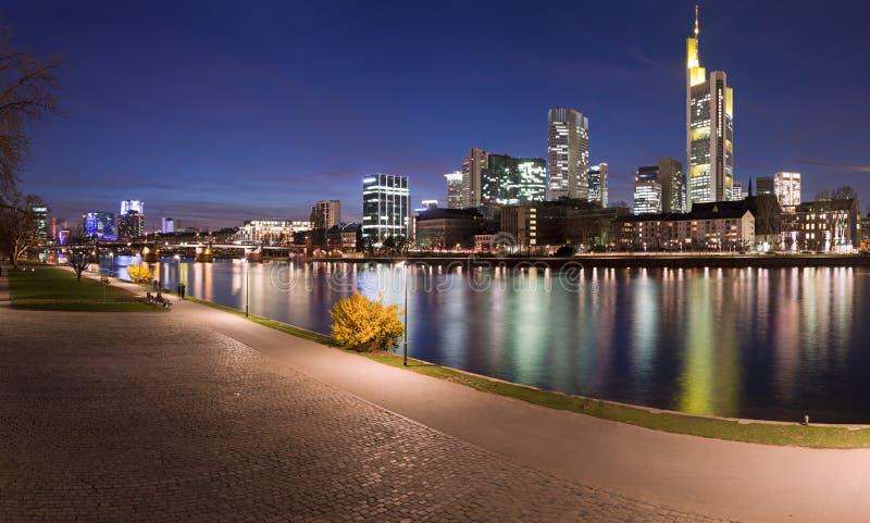 Panorama von Fluss und von Frankfurt lizenzfreies stockbild