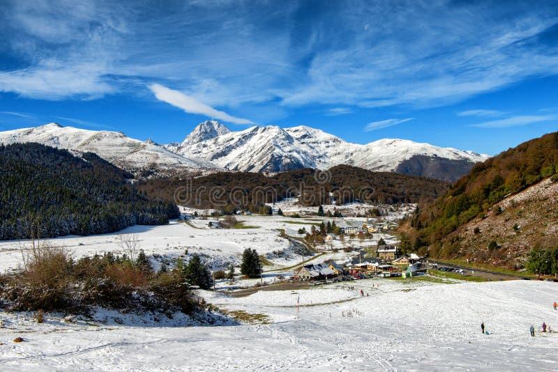 Panorama von französischen Pyrenäen-Bergen mit Pic du Midi de Bigorr stockbild