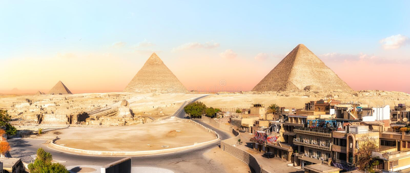 Panorama von Giseh-Pyramiden, Ansicht von den Gebäuden, Ägypten stockfoto