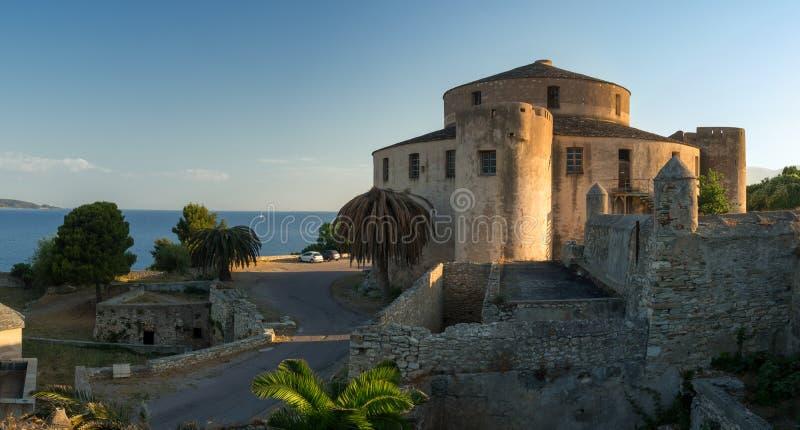 Panorama von Heiliges Florent-Fort bei Sonnenaufgang, Korsika, Frankreich lizenzfreies stockfoto