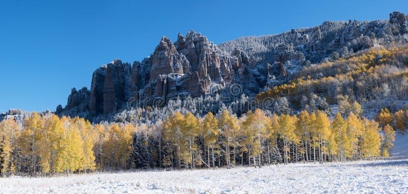 Panorama von hohem Mesa Pinnacles nach Schneesturm lizenzfreie stockfotografie
