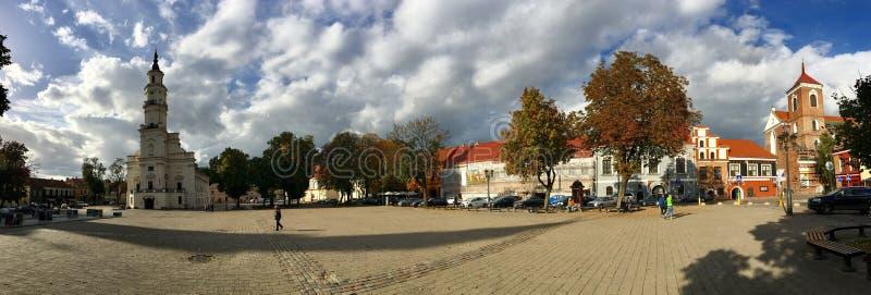 Panorama von KaunasRathaus lizenzfreies stockbild