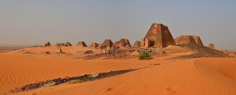 Panorama von Nubian-Pyramiden in Sudan lizenzfreie stockfotografie