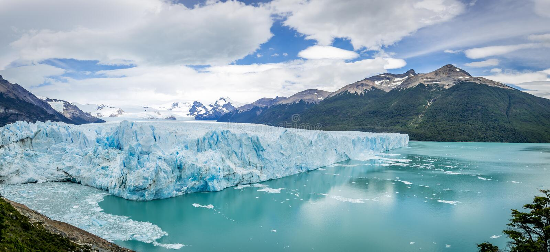 Panorama von Perito Moreno Glacier im Patagonia - EL Calafate, Argentinien lizenzfreie stockfotos