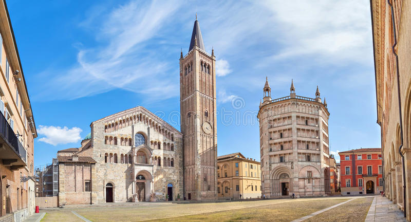 Panorama von Piazza Duomo in Parma stockfotos
