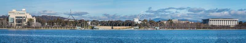 Panorama von Regierungsgebäuden in Canberra Australien stockfotos
