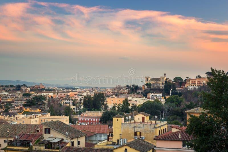 Panorama von Rom-Stadt bei Sonnenuntergang mit schöner Architektur, Italien lizenzfreies stockbild