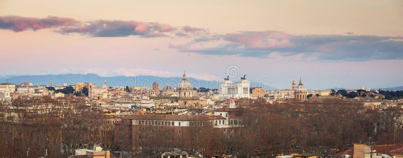 Panorama von Rom-Stadt bei Sonnenuntergang mit sch?ner Architektur, Italien stockfoto