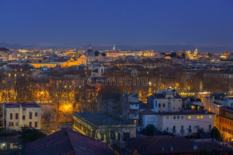 Panorama von Rom-Stadt an der D?mmerung mit sch?ner Architektur, Italien stockfotos