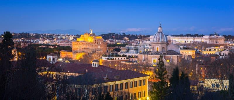 Panorama von Rom-Stadt an der D?mmerung mit sch?ner Architektur, Italien stockfotografie