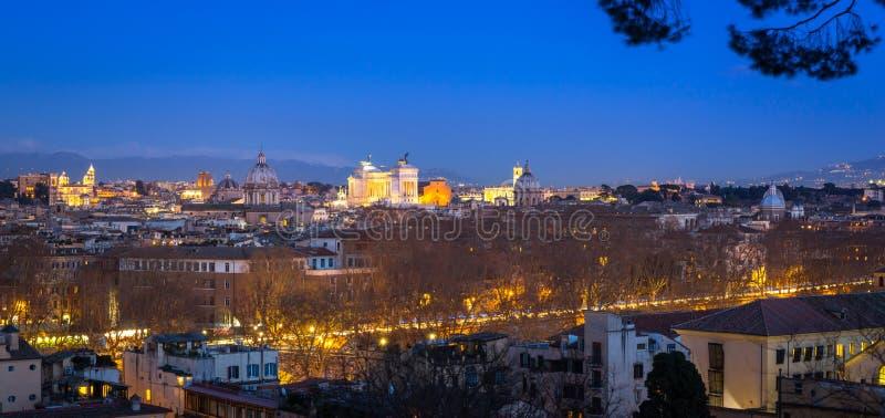 Panorama von Rom-Stadt an der D?mmerung mit sch?ner Architektur, Italien lizenzfreie stockfotografie