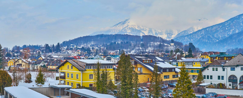 Panorama von schlechtem Ischl-Stadtbild, Salzkammergut, Österreich lizenzfreies stockfoto