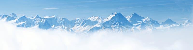 Panorama von Schnee-Gebirgslandschaftsalpen lizenzfreies stockfoto