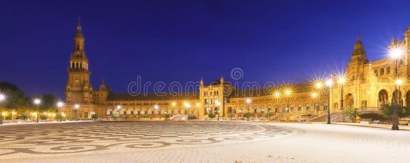 Panorama von Spanien-Quadrat oder von Plaza de Espana in Sevilla nachts, Spanien lizenzfreies stockbild