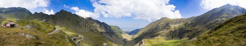 Panorama von Transfagarasan-Straße vom Balea See stockfoto