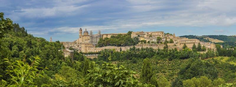 Panorama widok średniowieczny kasztel w Urbino fotografia stock