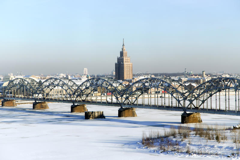 Panorama widok kolejowy most nad Daugava rzeką zdjęcia royalty free