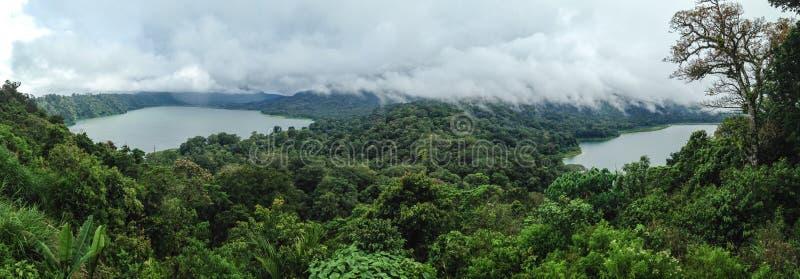 Panorama widok nad Danau Tamblingan i Danau Buyan oba jeziora zdjęcia stock