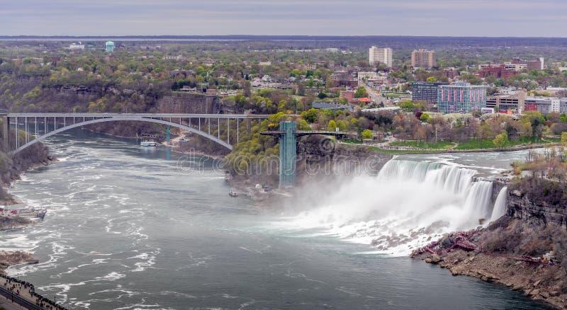 Panorama widok Niagara Spada od Canada strony z mostem zdjęcia stock