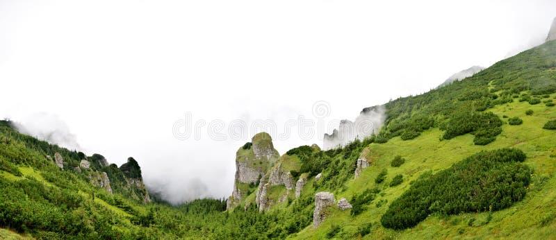 Download Panorama Widok Od Ceahlau Montains Zdjęcie Stock - Obraz złożonej z wysokość, sceniczny: 57664456