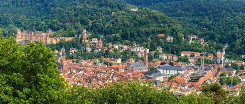 Panorama widok od filozofa ` s spaceru na starym miasteczku Heidelberg z kasztelem, Baden Wuerttemberg, Niemcy zdjęcie royalty free
