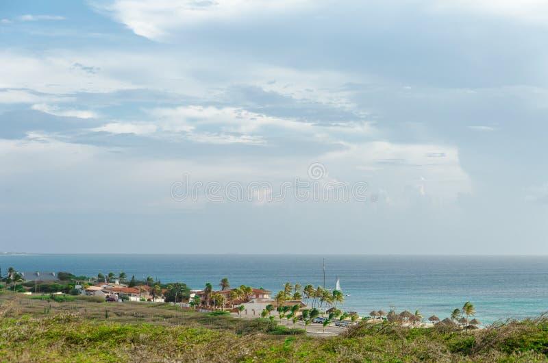 Panorama widok z Arashi plażą jako tło zdjęcie stock