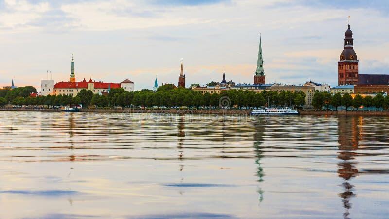 Panorama wieczór Ryski, Latvia zdjęcia stock