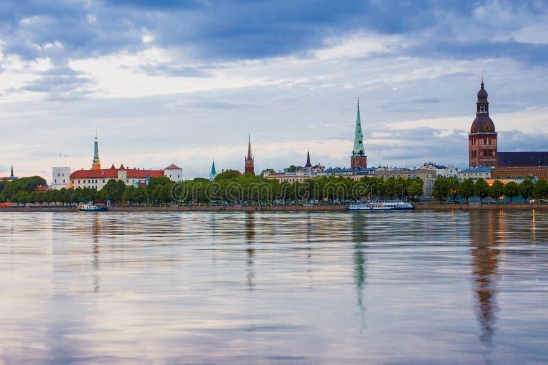 Panorama wieczór Ryski, Latvia fotografia stock