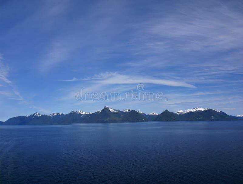 Panorama Wyspy i conifer lasy, zdjęcie royalty free