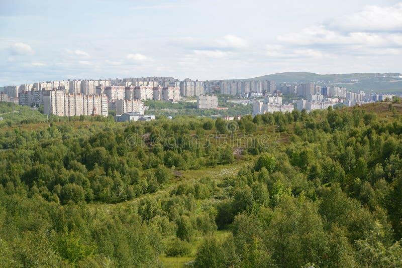 Panorama zamieszkany mieszkaniowy okręg miasto Murmansk obraz stock