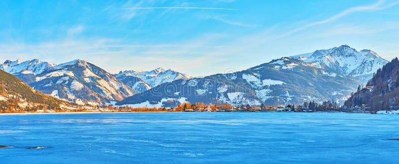 Panorama Zeller widzii jezioro w wieczór błękitnych cieniach, Zell jest Widzii, Austria obraz stock