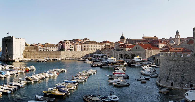 Panoramaansicht alten Dubrovnik-Hafens Kroatien Europa lizenzfreie stockbilder