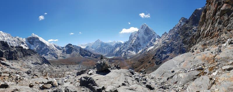 Panoramaansicht des hohen Berges in niedrigem Lager Everest, Nepal stockfoto