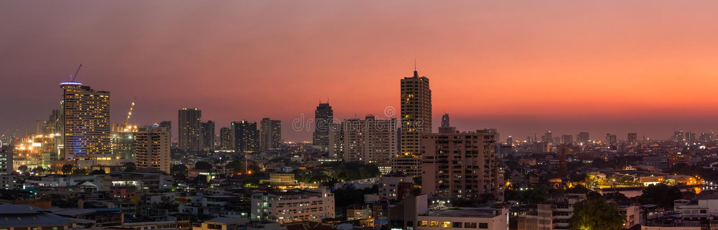 Panoramabangkok stad på solnedgången arkivbilder