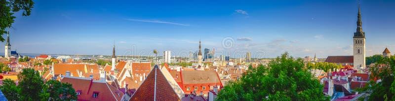 Panoramabild von einer der alten europäischen Städte Tallinn stockfotografie