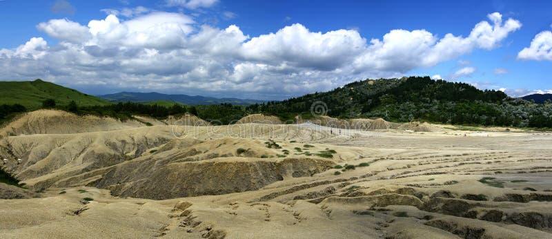 Panoramabild von schlammigen vulcanos lizenzfreies stockbild