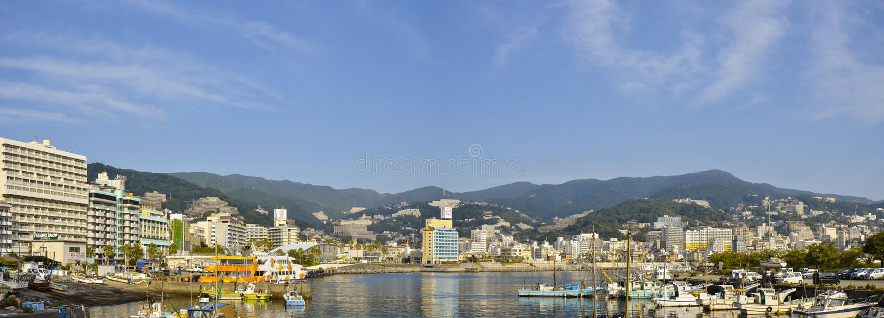 Panoramabilden av den Atami synvinkeln från det Atami Korakuen hotellet royaltyfria bilder